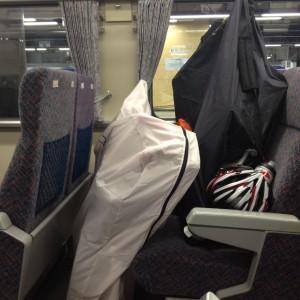 電車の中の輪行袋