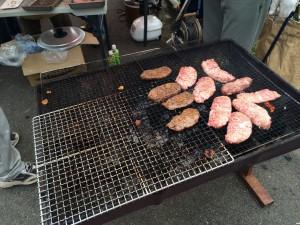 ダブルステーキ丼はこの肉が2枚のって1000円。ペロッと平らげてしまった