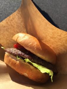 レース後に食べたハンバーガー。うまかったなぁ
