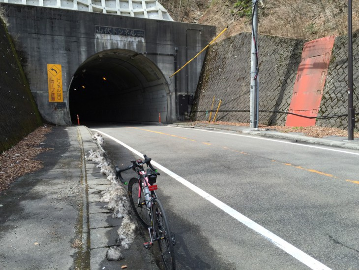 このトンネルが見えたら山中湖まで下りだけ!