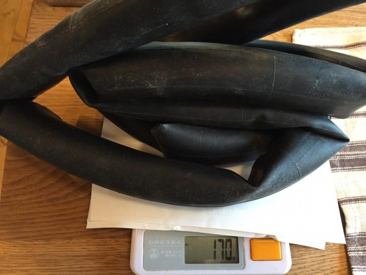 チューブ重量170g。シーラントを60g程度までにおさえれば100gの軽量化!