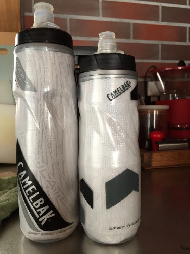 左がビッグチルボトル。右の0.6lサイズと比べると背の高さがよくわかります。