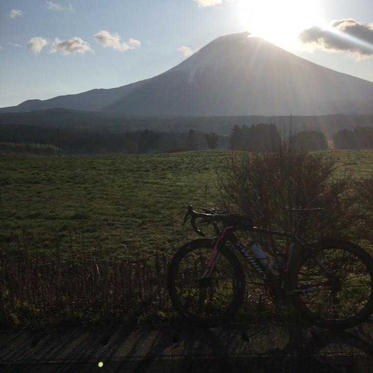 朝の富士山はきれいでテンションあがるんですが眠気はなかなか飛んでかない(^^;