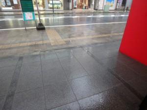 スペシャライズドラウンジ集合時はまだ土砂降りでした