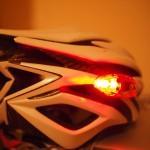 後方は赤色LED