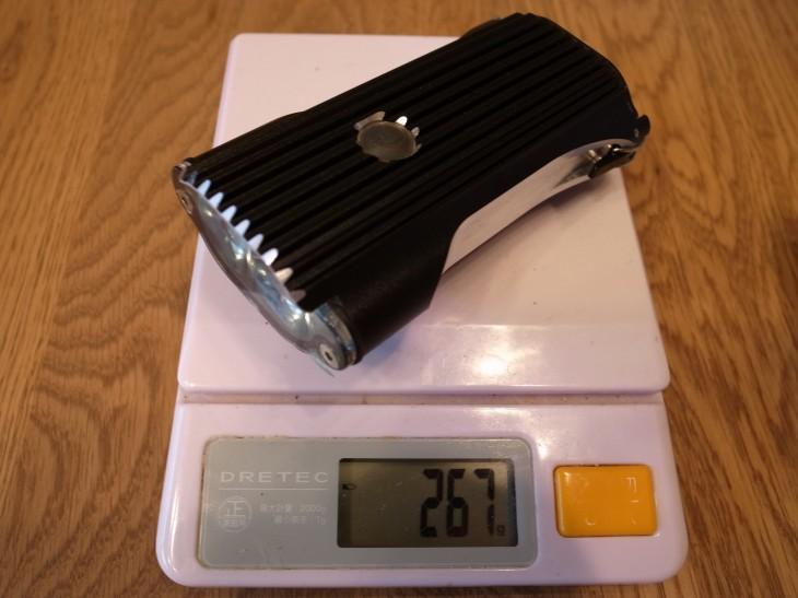 本体重量267g