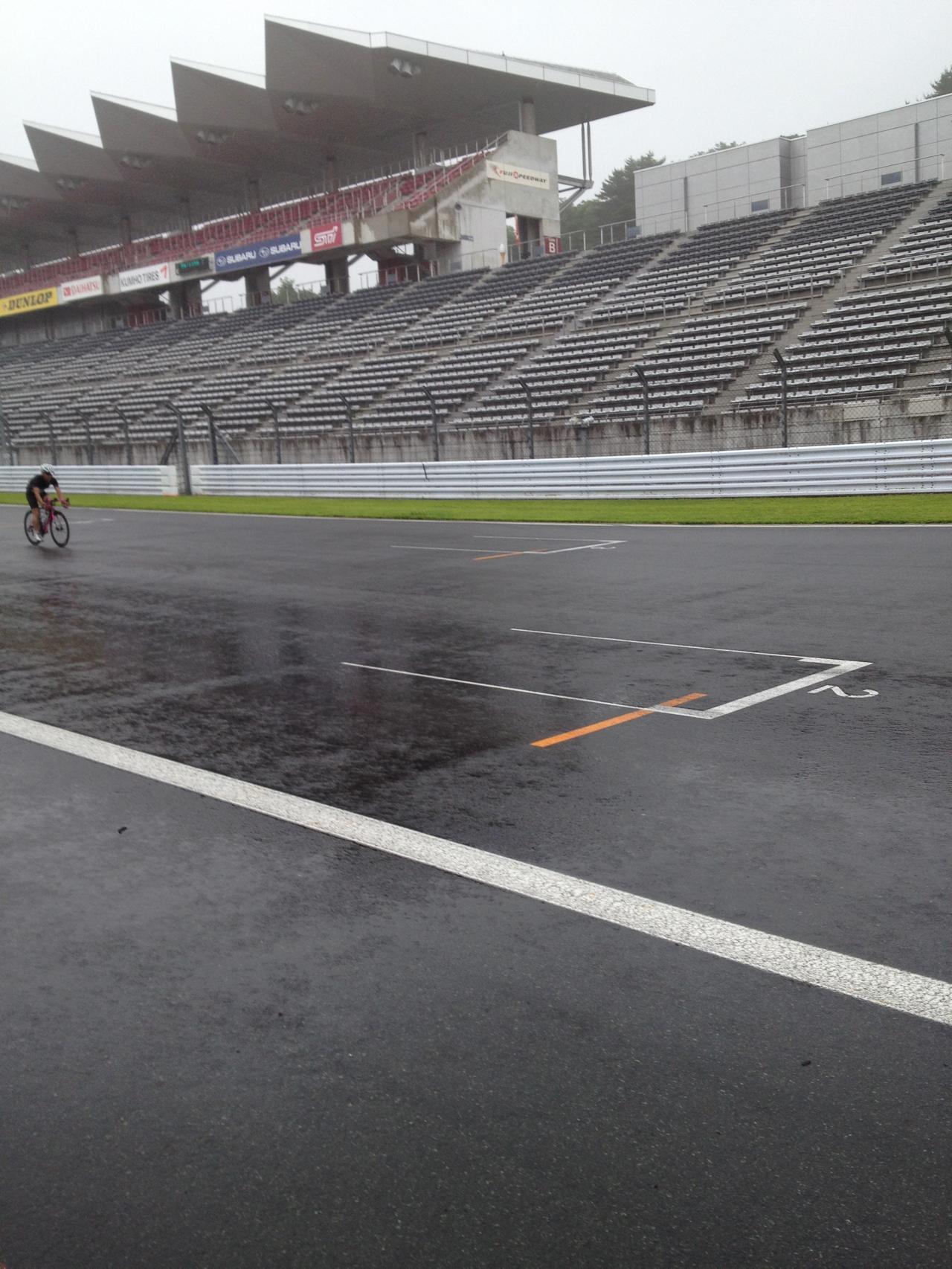 雨のフジ55